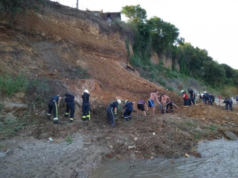 В Одесі на пляжі стався зсув ґрунту: тривають пошуки людей