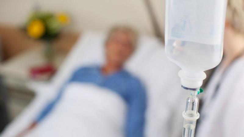 Понад 60 людей звернулися у лікарні після отруєння на весіллі у Рівненській області