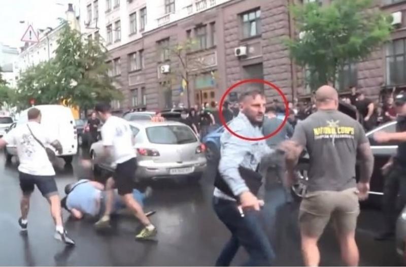 У мережі з'явилося відеозвернення нападника на Порошенка