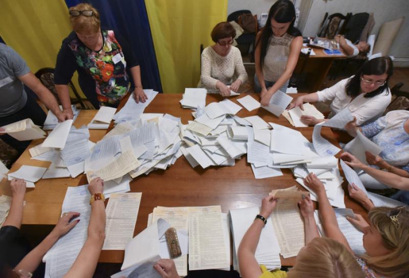 На 105-му окрузі намагаються сфальсифікувати результати голосування, - Німченко