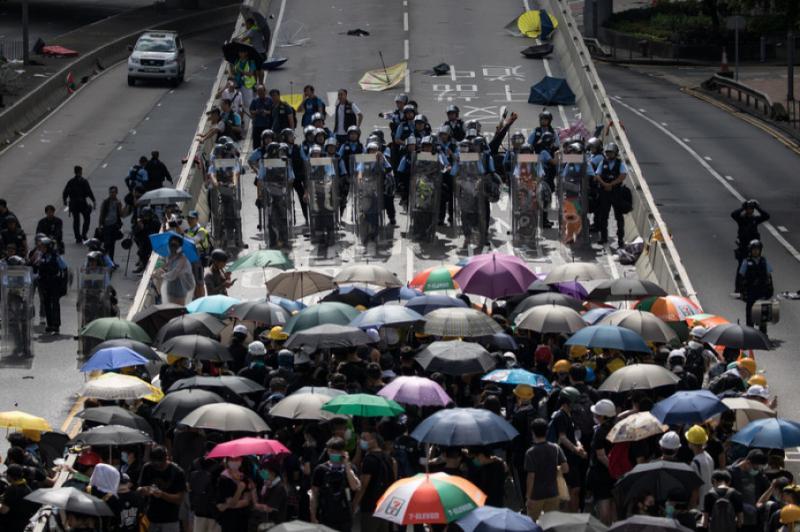 Нові протести у Гонконзі розпочалися сутичками з поліцією, є поранені