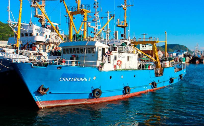КНДР у Японському морі затримала російське судно з 17 моряками