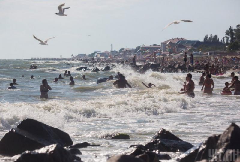 На міських пляжах Одеси рекомендують наразі не купатися