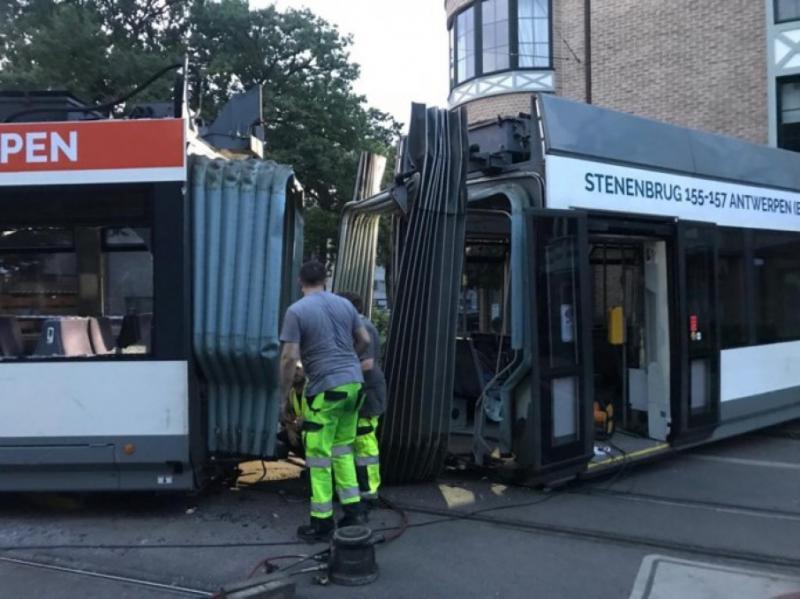 У Бельгії трамвай в'їхав у житловий будинок, є постраждалі