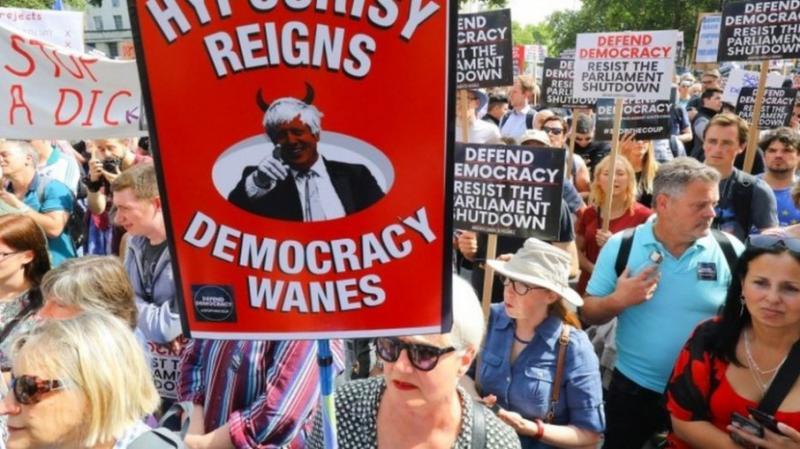 У Британії відбулися протести через зупинку роботи парламенту