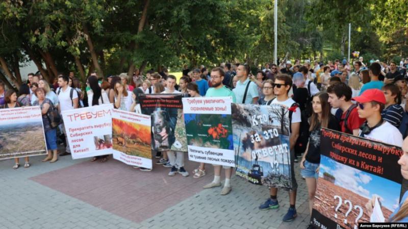 У Сибіру через лісові пожежі зібрався мітинг
