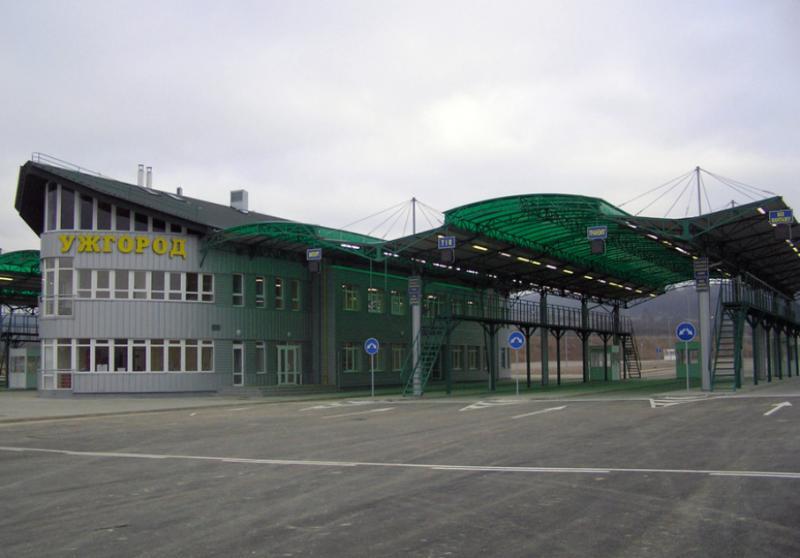 На кордоні зі Словаччиною тимчасово зачинять пункт пропуску