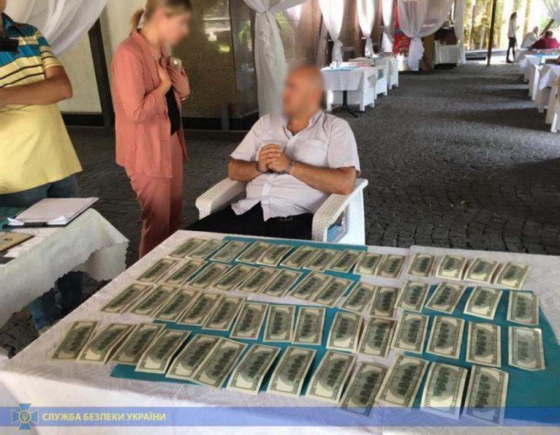СБУ викрила на вимаганні грошей голову громадської ради при Житомирській ОДА