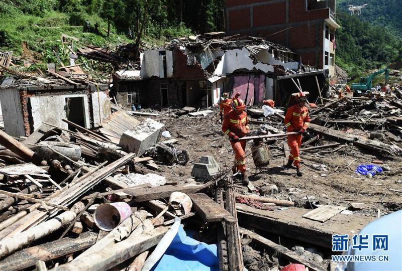 Тайфун у Китаї не вщухає: 30 загиблих