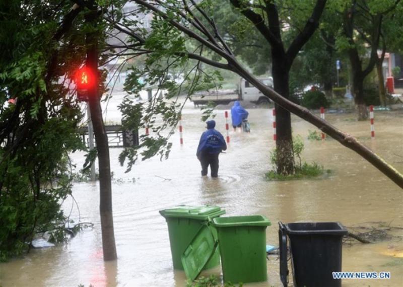У Китаї евакуювали понад мільйон людей через супертайфун