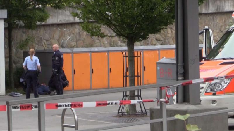 На вокзалі в Німеччині на людей напав чоловік з ножем – є жертви