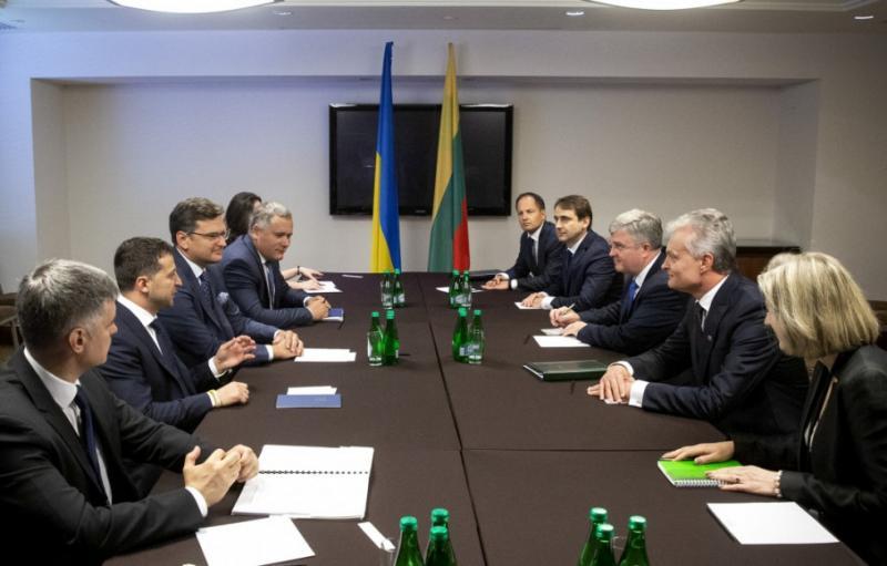 Зеленський у Варшаві зустрівся з президентом Литви