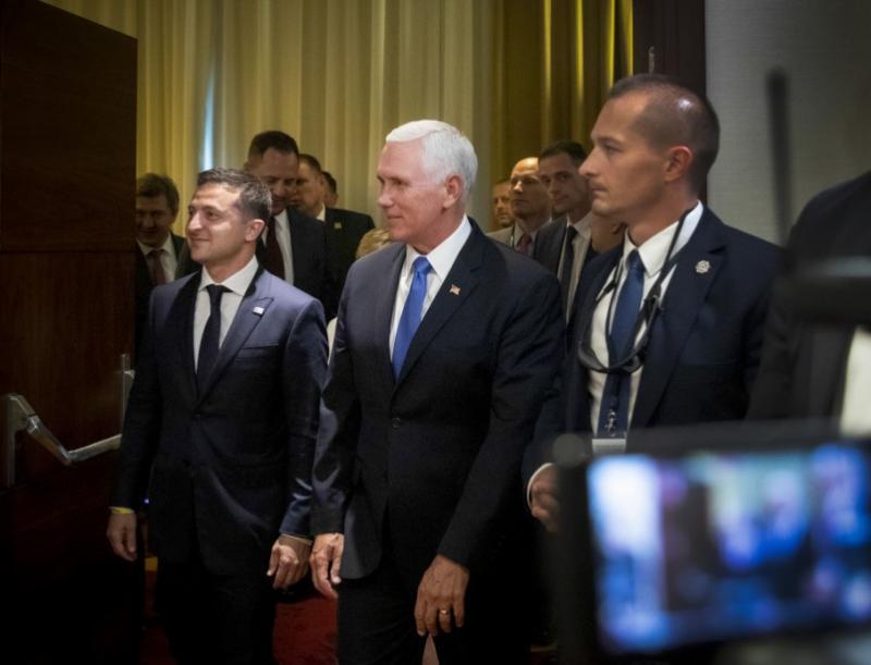 Зеленський на зустрічі з Пенсом: Ми віримо, що скоро буде мир