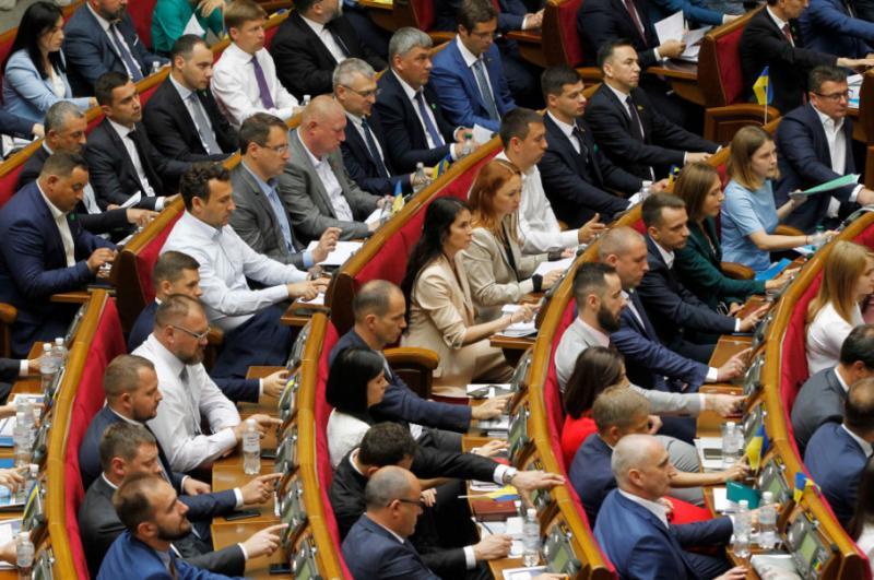 У Раді зареєстрували законопроєкт про зменшення заробітної плати нардепам