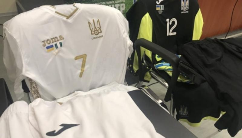 Українська футбольна збірна сьогодні вперше зіграє у білій формі