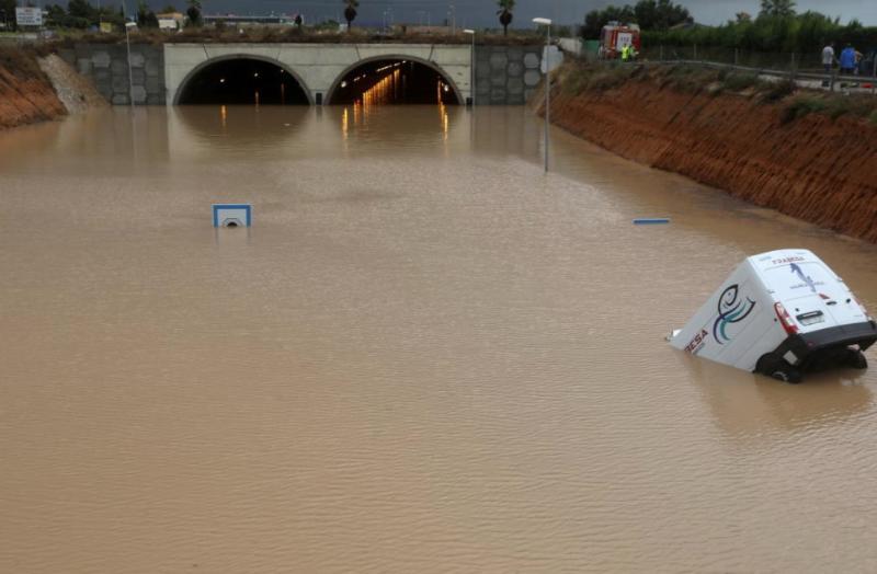 Іспанія: сильні дощі призвели до загибелі 3 осіб і закриття аеропортів