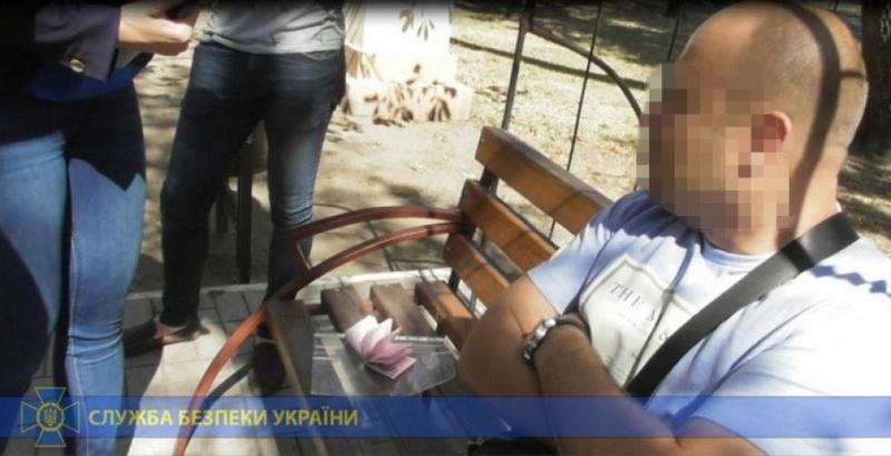 У Маріуполі СБУ затримала чиновника Держгеокадастру, який вимагав гроші з матері-одиначки