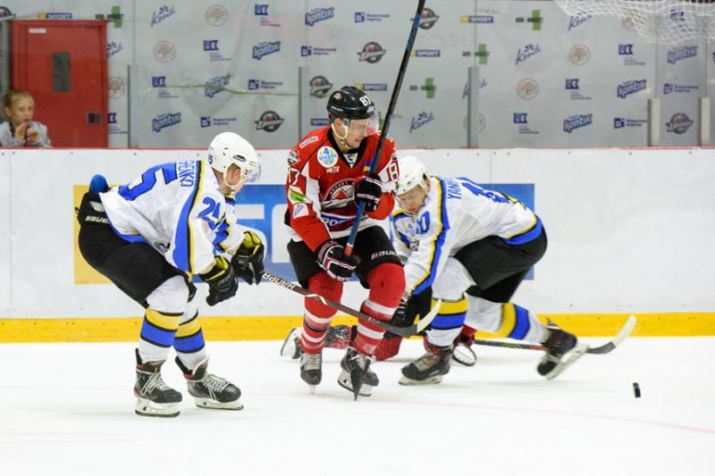 Хокеїсти «Дніпра» сенсаційно обіграли «Донбас» у стартовій грі нового сезону УХЛ