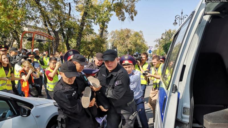 У Казахстані затримали учасників антиурядових мітингів