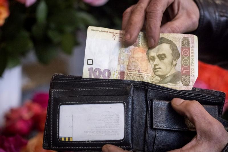 У серпні середня зарплата в Україні зменшилася на 4%