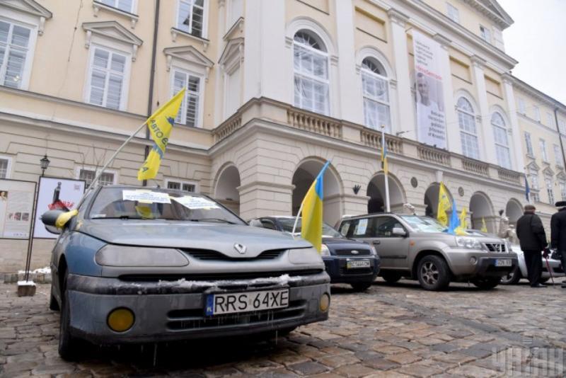 Бюджет отримав від розмитнення «євроблях» у 7 разів більше запланованого