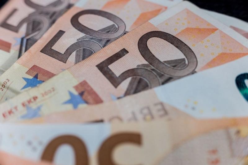Курси валют у банках: долар - 25,10 гривень, євро - 27,40 гривень