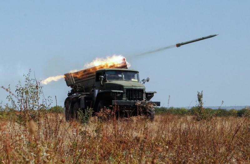 Окупанти на Донбасі гатять із забороненої Мінськом зброї – чотири атаки за добу