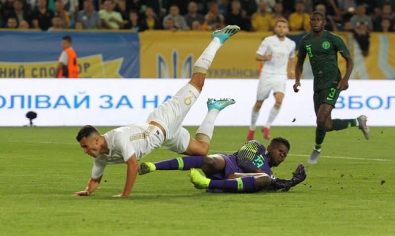 Збірна України з футболу завдяки помилці арбітрів врятувала нічию у матчі з Нігерією