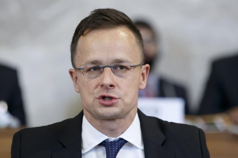 У МЗС розраховують на покращення стосунків між Україною та Угорщиною після зустрічі Пристайка і Сійярто