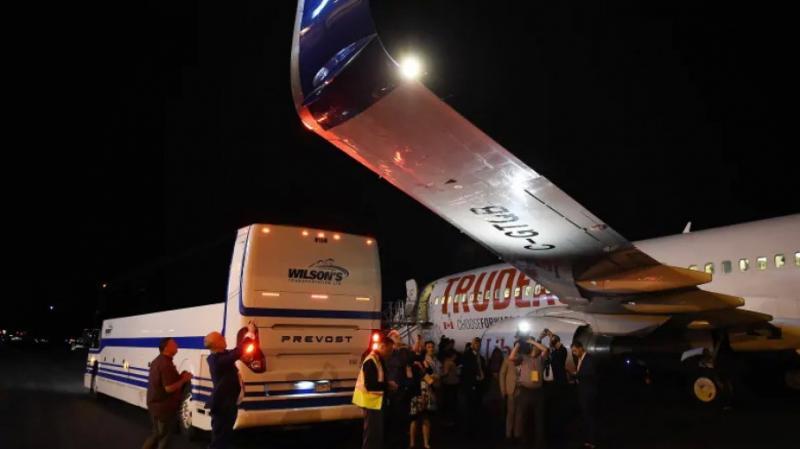 Літак прем'єра Канади Джастіна Трюдо зіштовхнувся з автобусом
