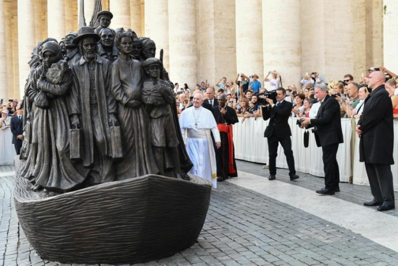 Папа Франциск відкрив монумент, присвячений мігрантам