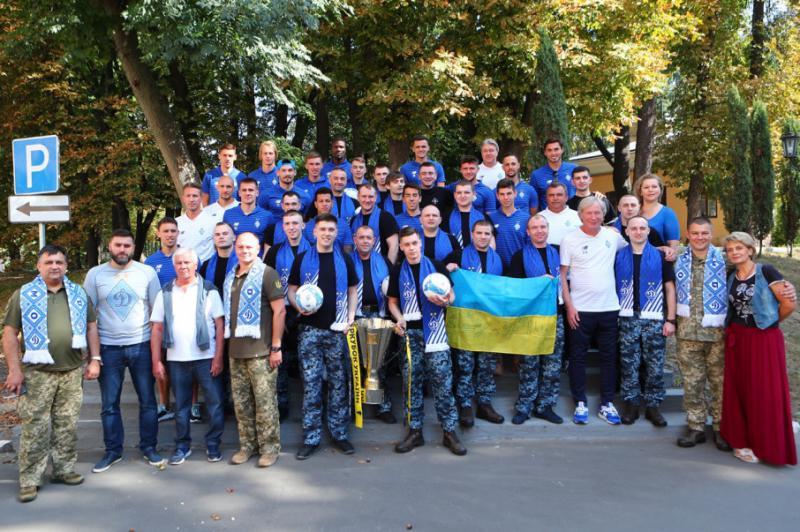 Гравці київського «Динамо» відвідали звільнених військових моряків