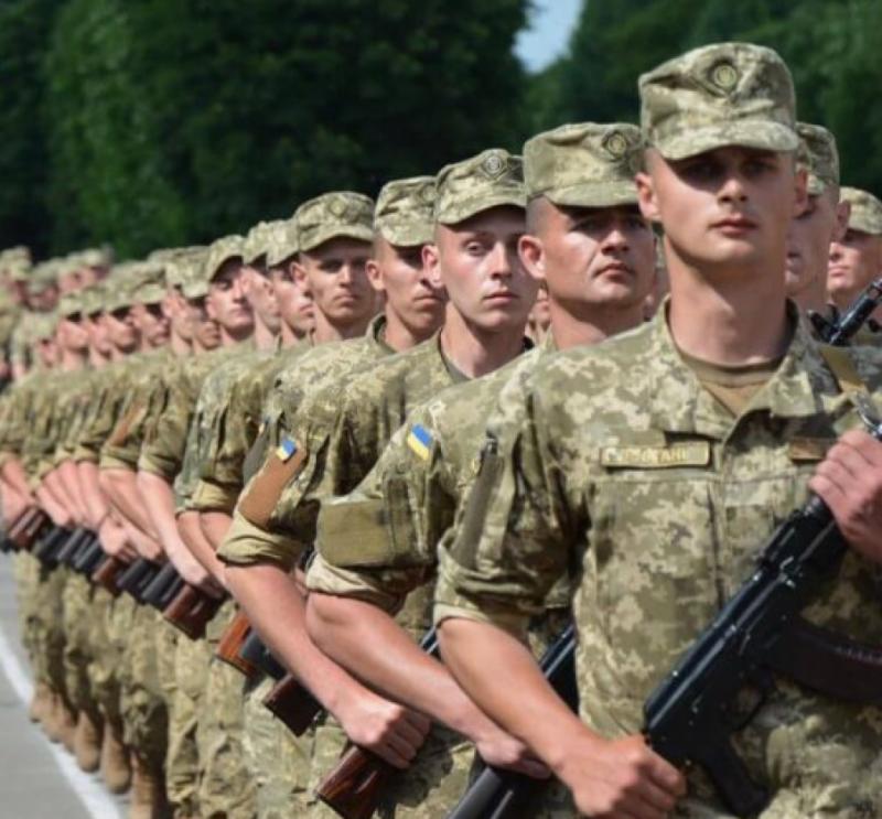 У ЗСУ більше не буде сержантів і прапорщиків: що передбачає закон про нові військові звання