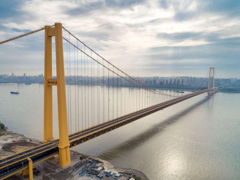 У Китаї відкрили найдовший двоповерховий міст