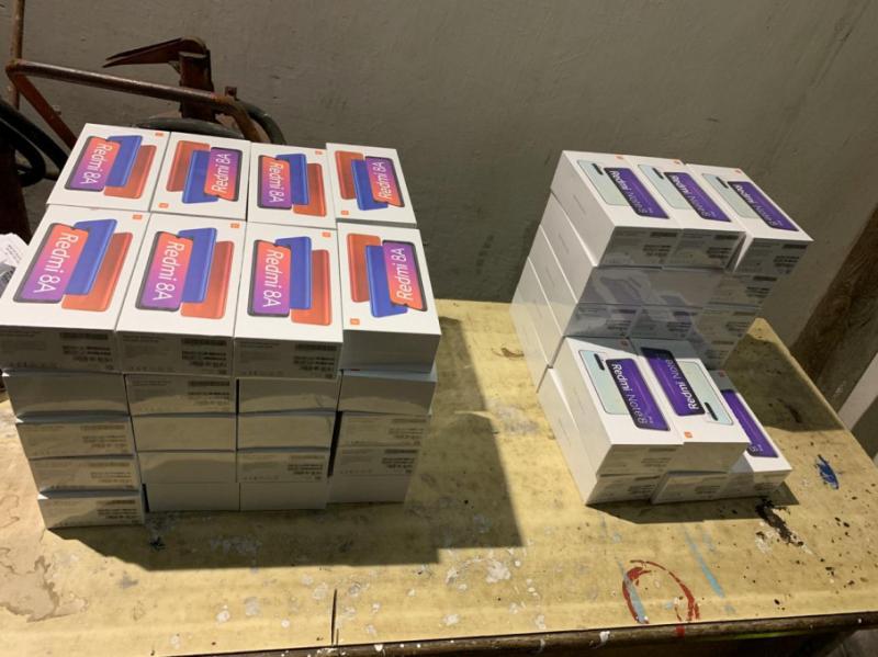 Прикордонники зупинили львів'янина, який приховав в авто шістдесят мобільних телефонів