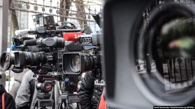 """Суд виніс вирок експосадовцю за напад на журналіста з вигуками """"Хохли"""""""