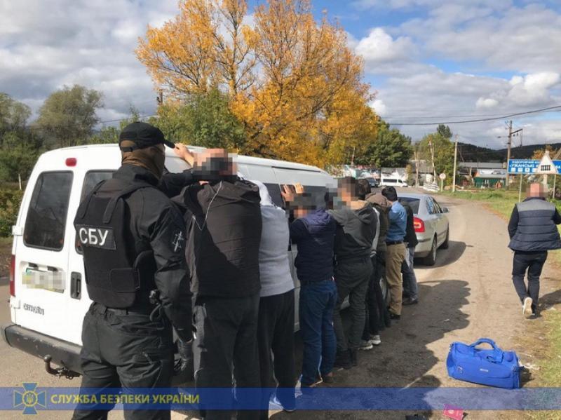 На Закарпатті троє українців та молдаванин організували нелегальну міграцію іноземців до ЄС
