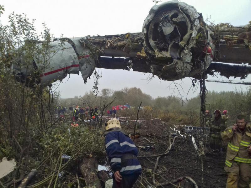 Аварія літака поблизу Львова. Відео з дрона