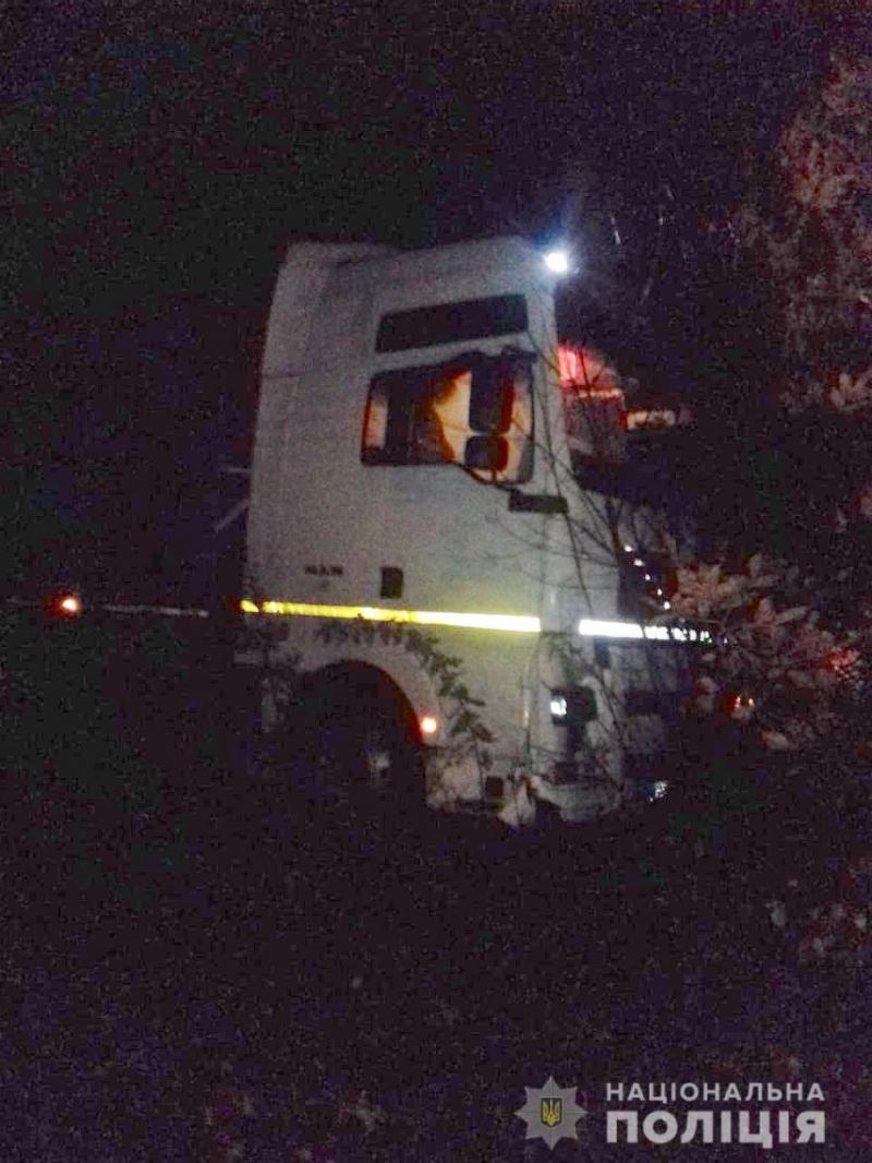 На Харківщині вантажівка наїхала на пішохода