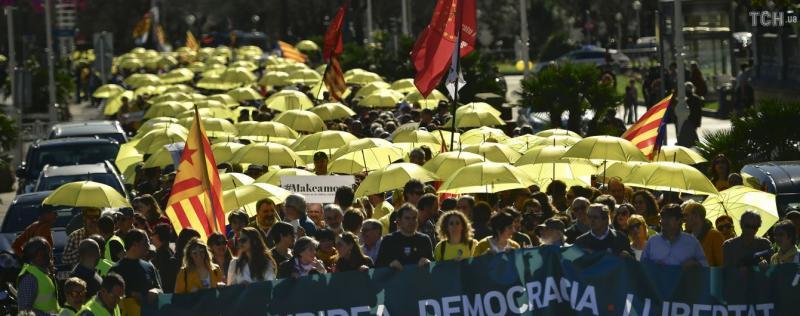 Справа ПриватБанку, вибори у Польщі та протести в Іспанії: Головне за 15 жовтня
