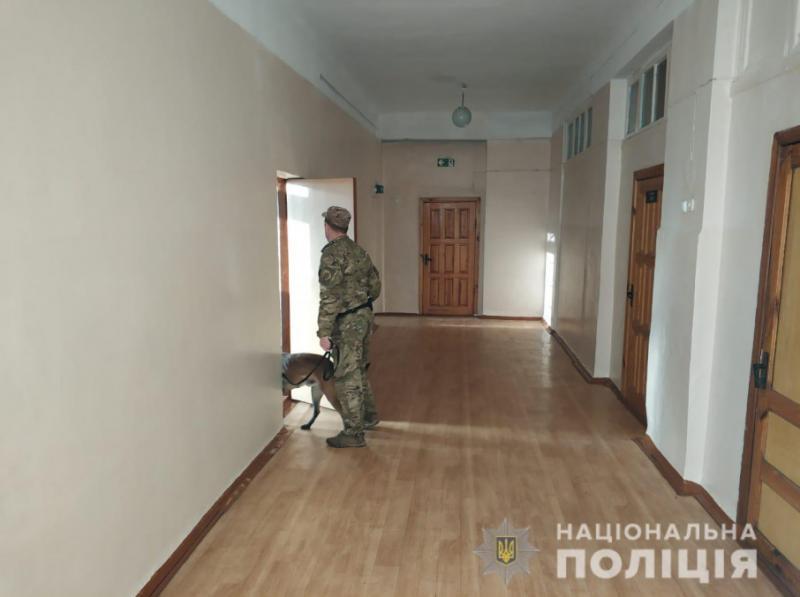 Поліція шукає аноніма, який «замінував» школи, гімназії і ліцей в Харкові