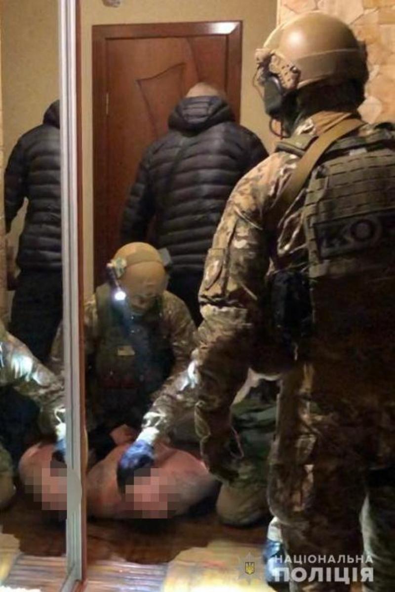 На Одещині затримали банду, що спеціалізувалась на вимаганні та розбійних нападах. Відео