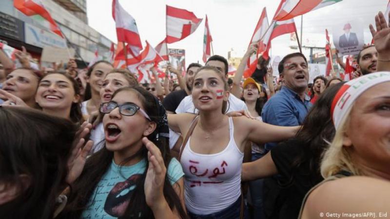 Масові протести у Лівані: Як платний WhatsApp спричинив заворушення та заклики до революції у країні
