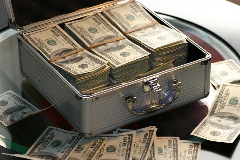 Для стимуляції економіки доведеться роздавати людям гроші