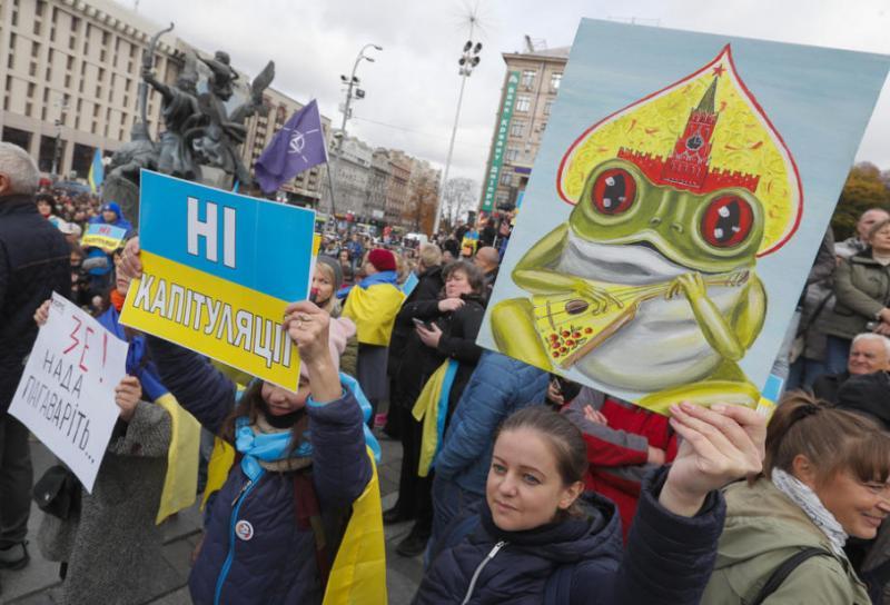 Учасники акції протесту в Києві вимагають відставки Богдана через пост у Facebook