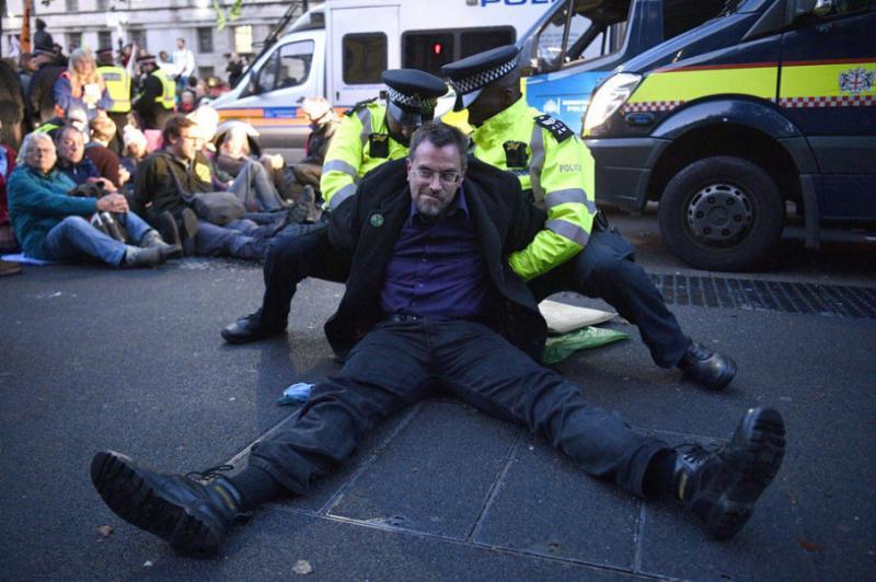 У Лондоні уже затримали понад 500 екологічних активістів