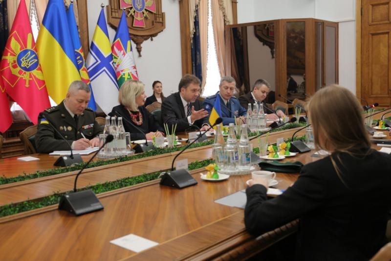 Глави Міноборони України та Естонії обговорили питання оборонного співробітництва