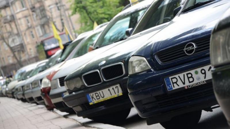 """Поліція: Водіїв """"євроблях"""" штрафують, як і власників інших авто"""