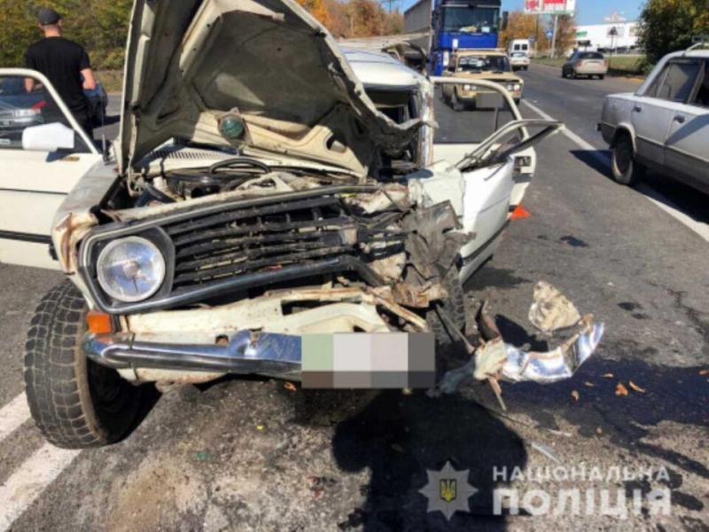 Під Одесою зіткнувся автобус і легковик: Кадри смертельного ДТП