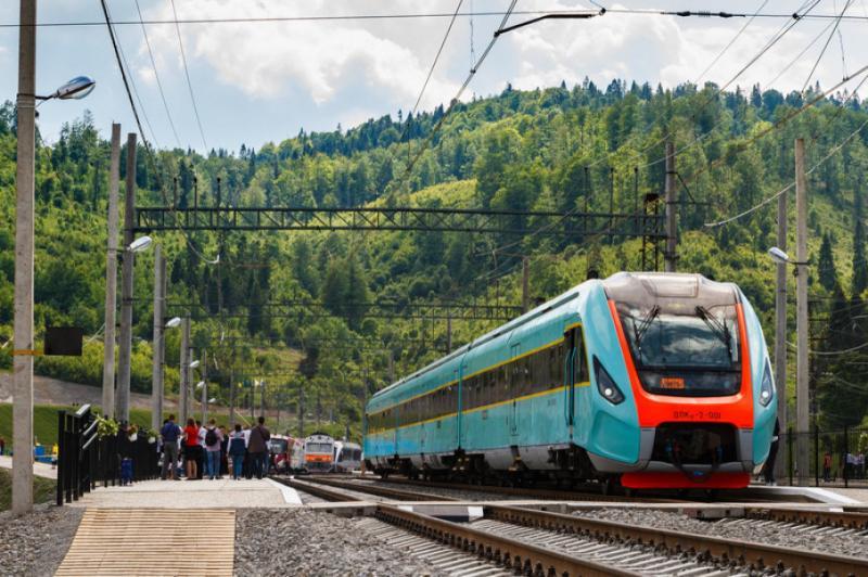 Укрзалізниця призначила ще три додаткові поїзди на Покрову